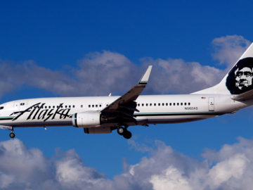 Alaska Airlines Boeing 737-890 by Cubbie_n_Vegas from Las Vegas via Wikimedia Commons